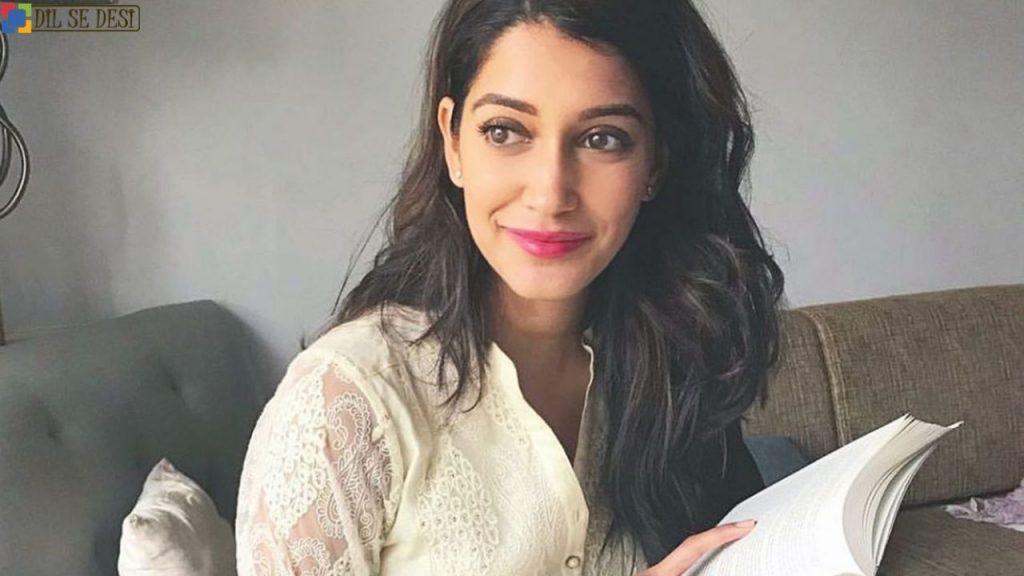 Anuja Joshi (Actress) Biography in Hindi (3)